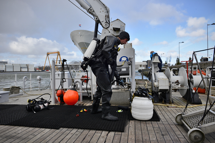 Defensie Duikgroep zorgt voor veiligheid op het water - Hulpverlening ...: https://www.hulpverlening.nl/reportage/defensie-duikgroep-zorgt...